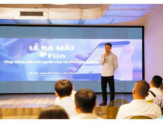 Ông Trần Việt Vĩnh, CEO của Fiin giới thiệu về mô hình cho vay online trong buổi lễ ra mắt ứng dụng Fiin
