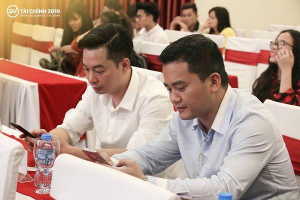 """Ông Trần Việt Vĩnh, CEO của Fiin (hàng đầu bên trái) một trong những đơn vị tài trợ của """"Sinh viên Tài chính 2019"""""""