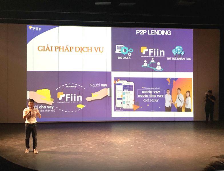 Ông Trần Việt Vĩnh giới thiệu sản phẩm Fiin Credit tại buổi ra mắt. Đây là dịch vụ tài chính đầu tiên tại Việt Nam hoạt động theo mô hình này.