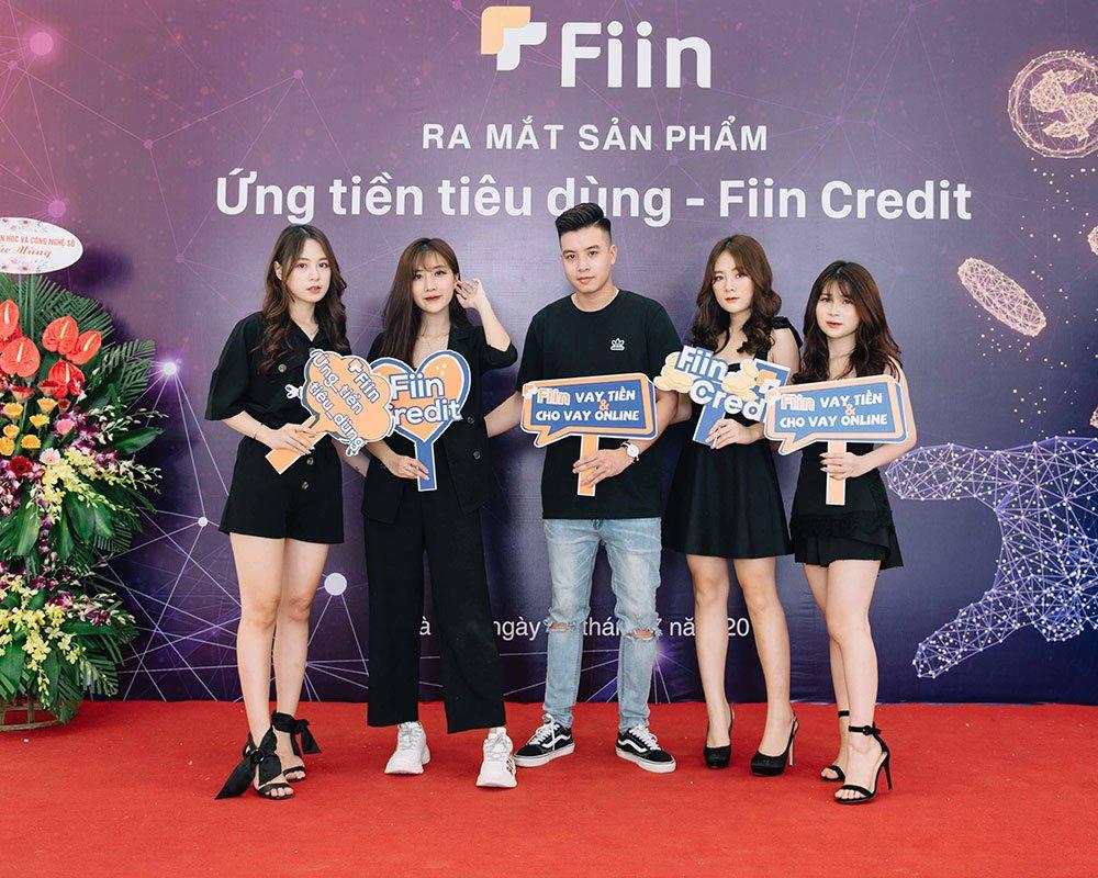 Các bạn trẻ trong buổi ra mắt sản phẩm Ứng tiền tiêu dùng - Fiin Credit