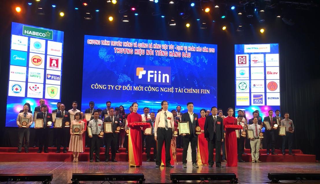 """Fiin Credit được vinh danh là 1 trong số 10 """"Thương hiệu nổi tiếng hàng đầu 2019"""" của Việt Nam"""