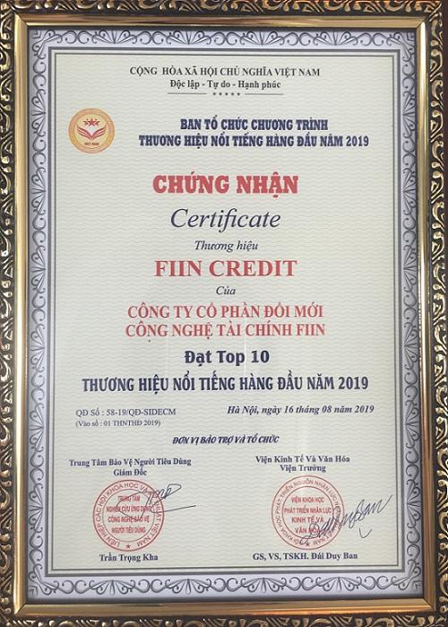 """Sau nhiều thành tựu đạt được, Fiin đã vinh dự nhận giải thưởng """"Thương hiệu nổi tiếng hàng đầu 2019"""" của Việt Nam."""