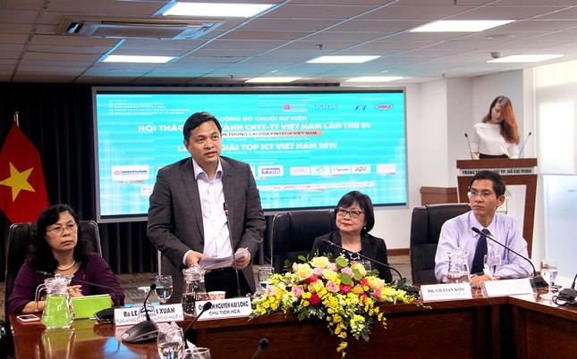 Đại diện HCA phát biểu trong buổi họp báo.