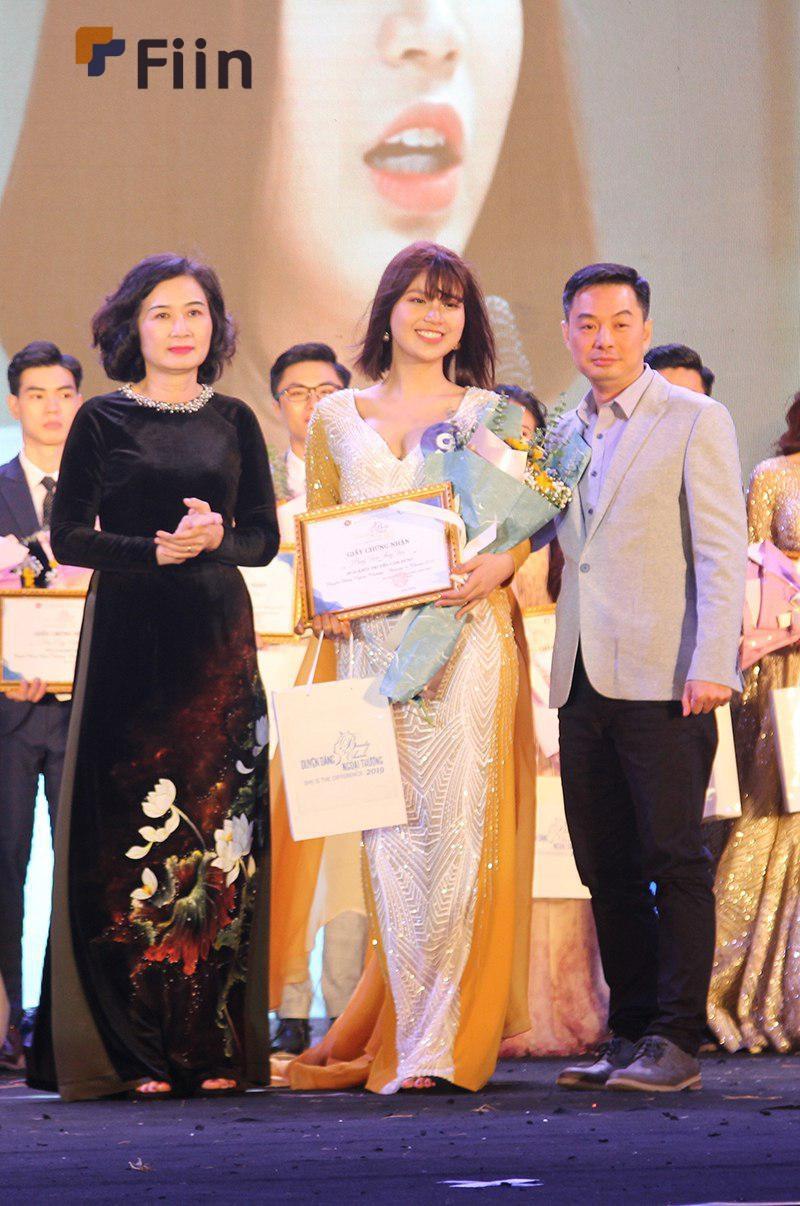 CEO Fiin và miss truyền cảm hứng trong đêm chung kết hoa hậu ngoại thương 2019