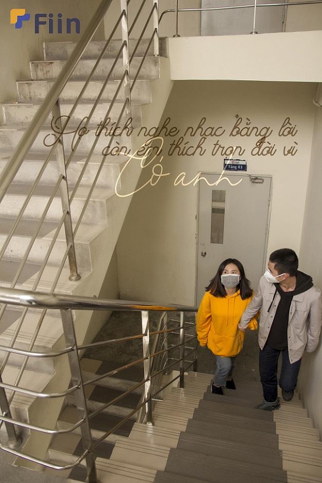 Tránh nơi đông người, thang máy, họ có thể cùng nhau đi thang bộ, nơi có không khí thoáng mát hơn, và cũng để gặp nhau nhiều hơn một chút