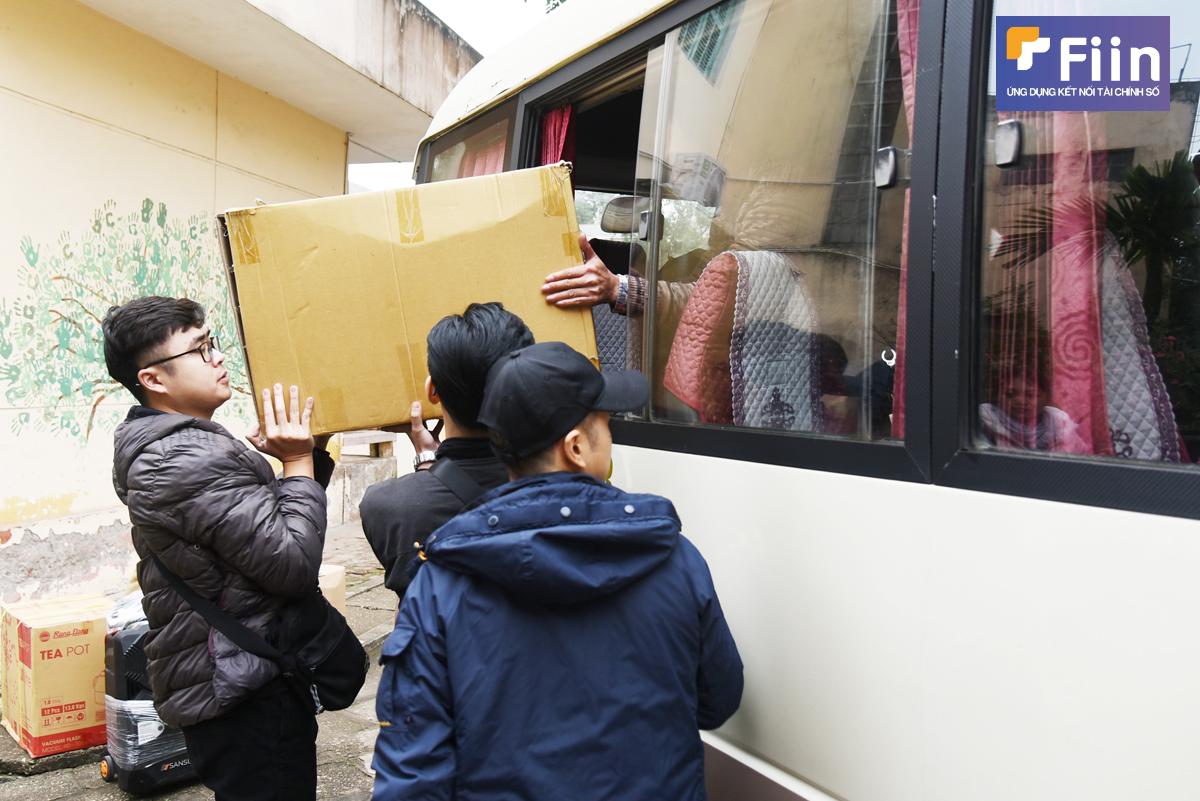 Chuyến xe Yêu thương mang hàng nghìn vật dụng chống dịch đến trại trẻ mồ côi