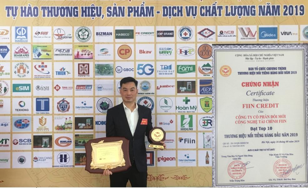 CEO của Fiin ông Trần Việt Vĩnh nhận giải thưởng doanh nhân vàng năm 2019